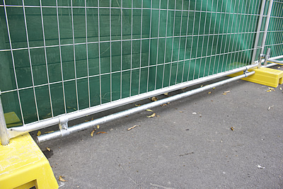 height reduction bars dog bars are used to reduce the gap under a temporary fence to less than 100mm to create an enclosure that ensures that small